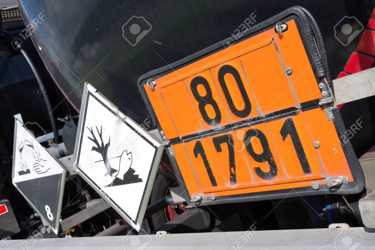 orange-colored plate with hazard-identification number 80 and UN Number 1791 (hypochlorite solution) - 60316230