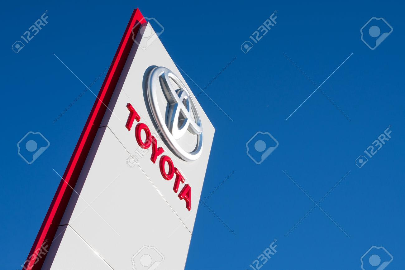 Toyota dealership sign against blue sky - 61756351