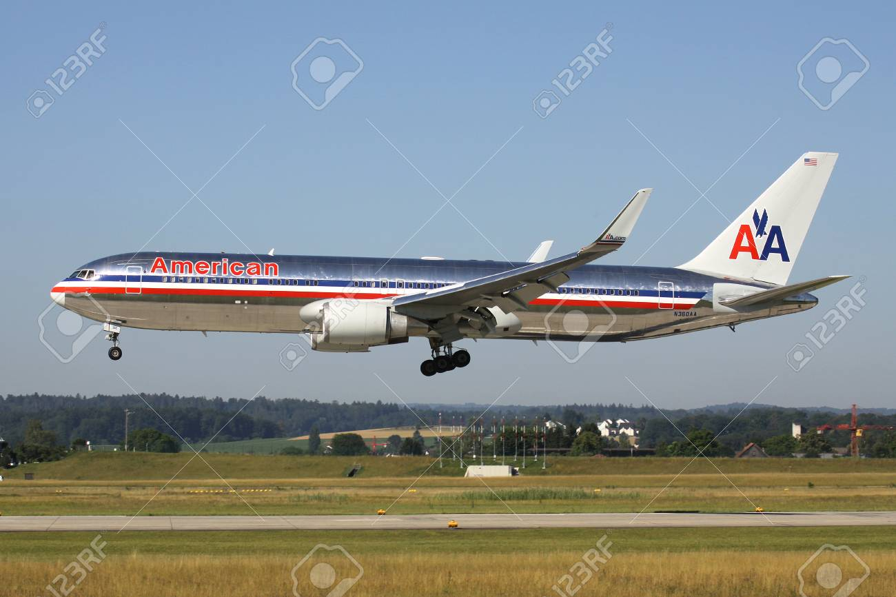 American Airlines Boeing 767-300 (old livery) with registration