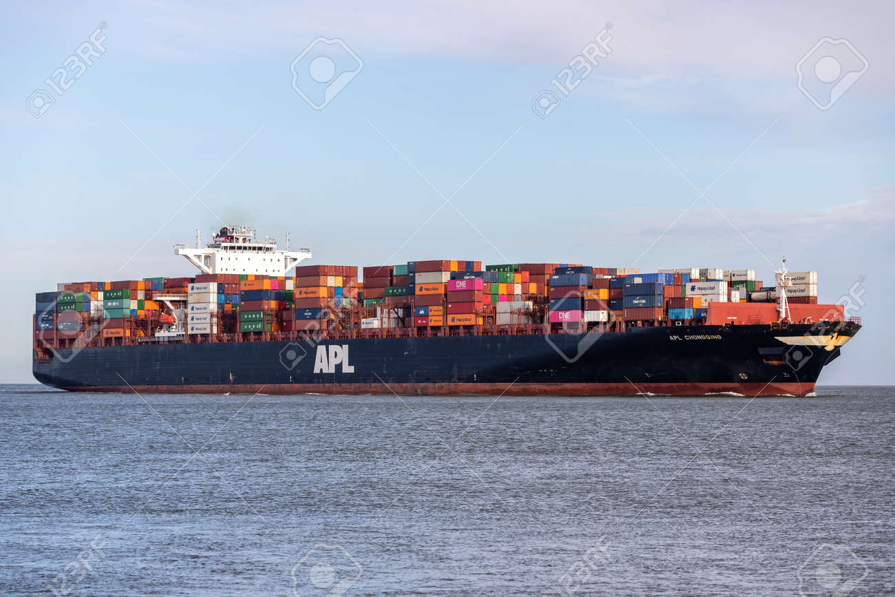 container ship APL CHONGQING on the river Elbe - 158575692