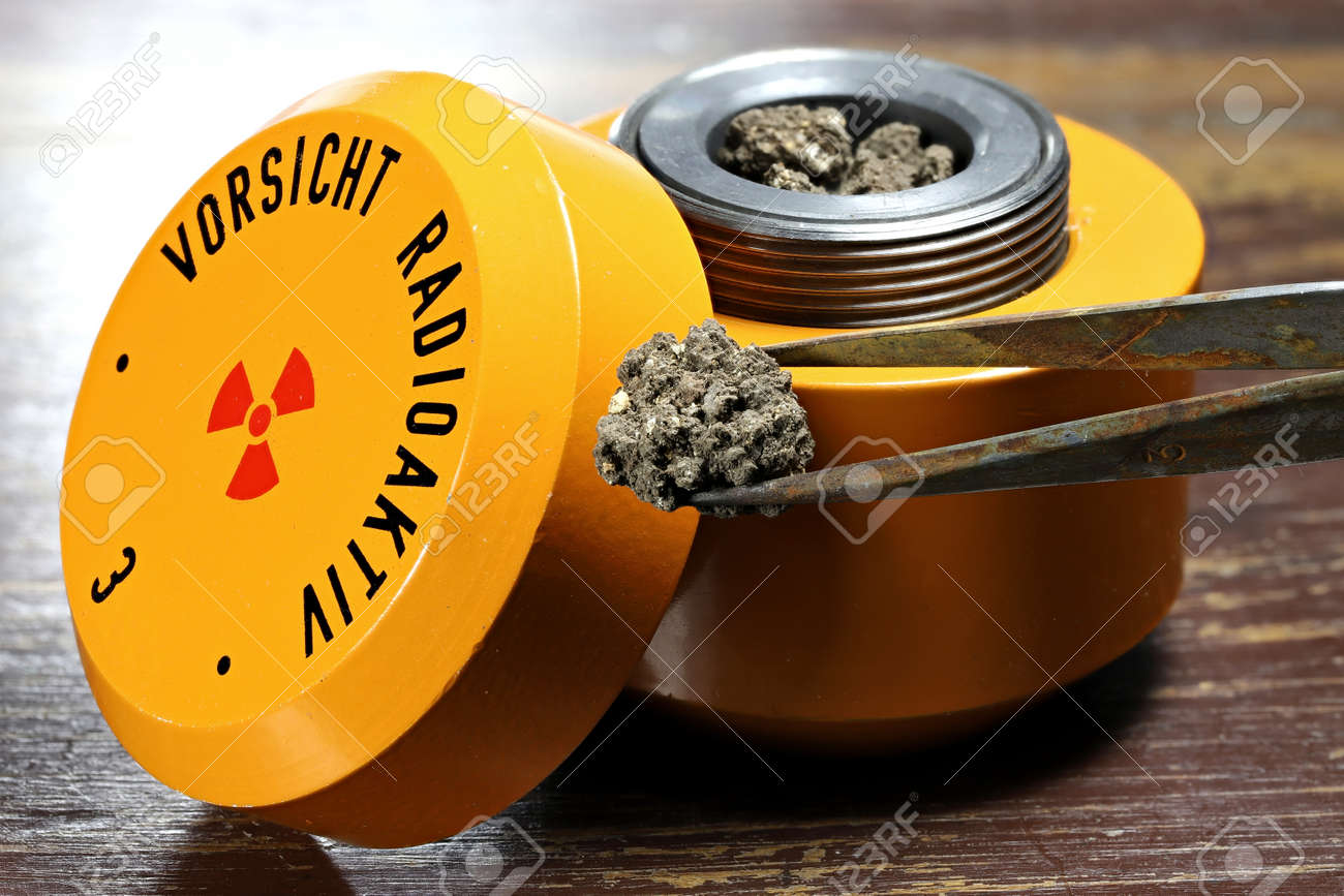 radioactive material in lead container - 170982689