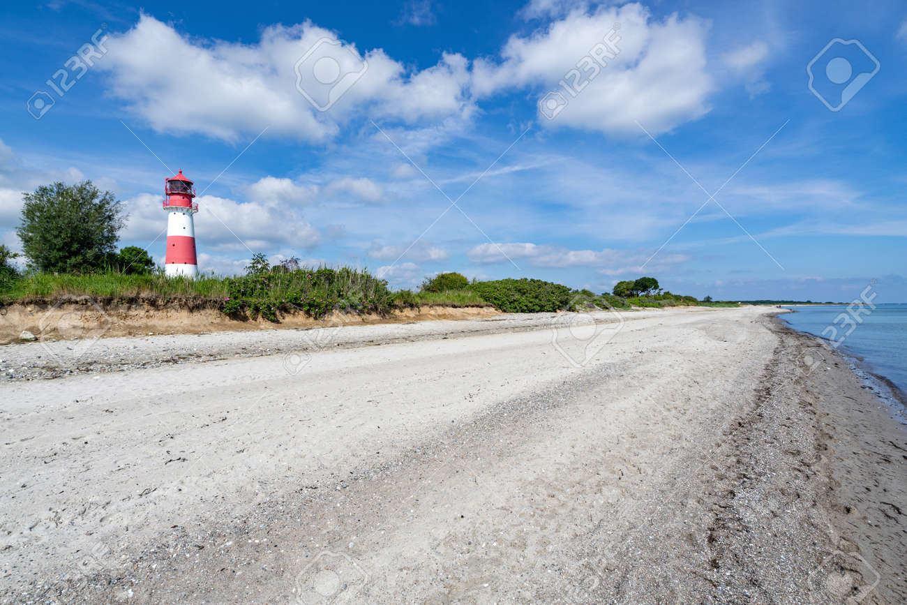 Falshoeft lighthouse at the Baltic Sea coast in Schleswig-Holstein, Germany - 171531092