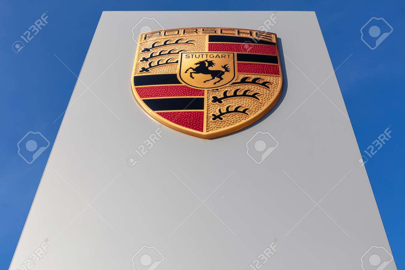 Porsche dealership sign against blue sky - 171646086