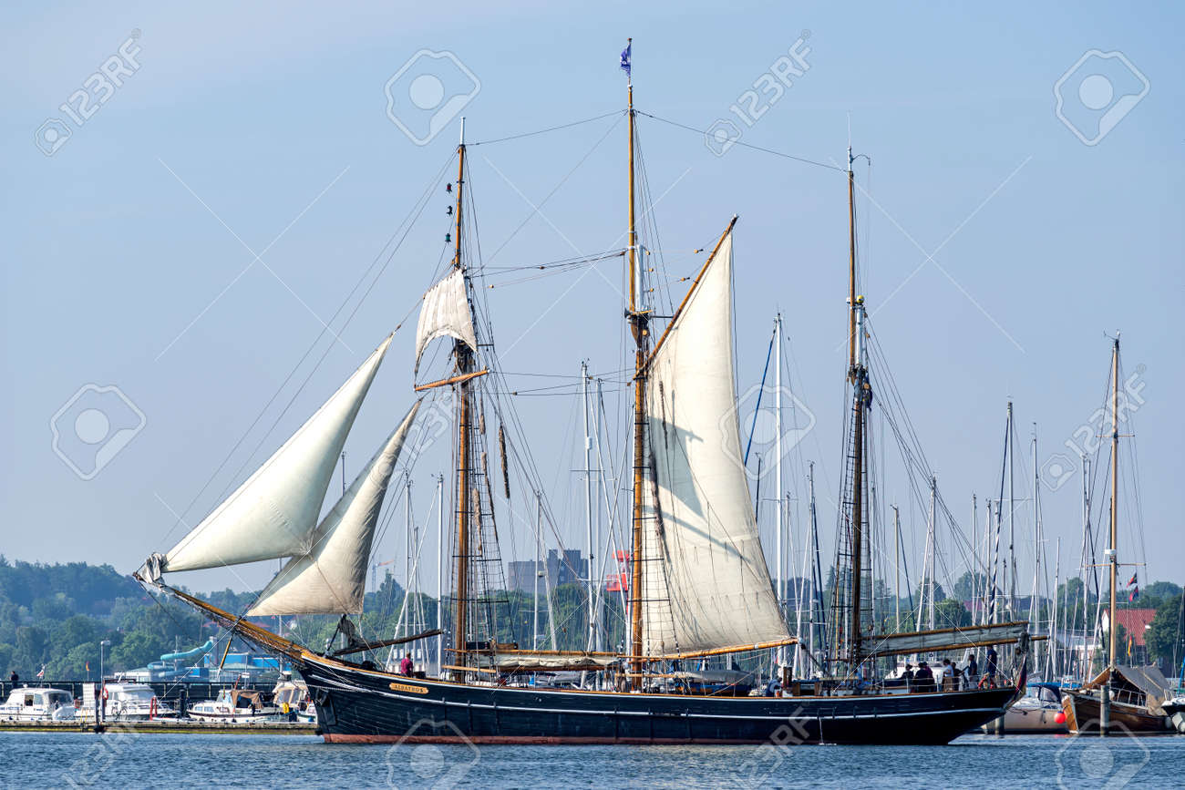three-masted topsail schooner ALBATROS in the Eckernförde Bay - 172418141