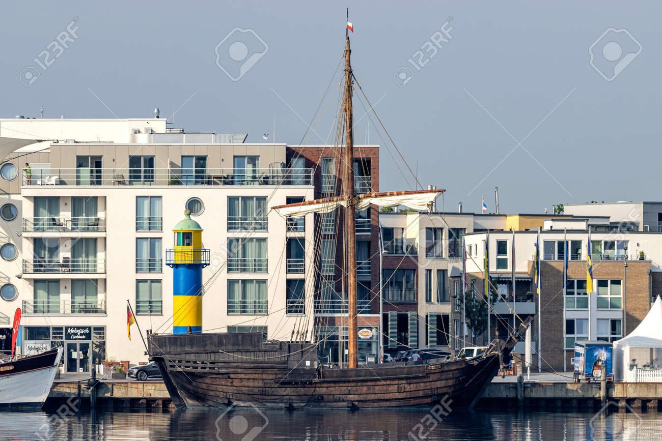 Hanseatic League cog replica HANSE-KOGGE in the port of Eckernförde - 172418144