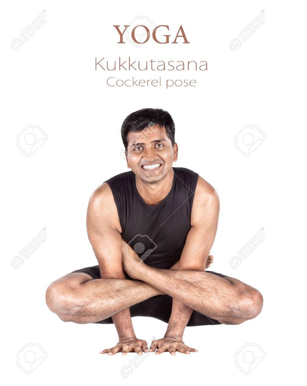 Yoga Kukkutasana Gallo Plantean Por El Hombre Indio En Paño Negro ...