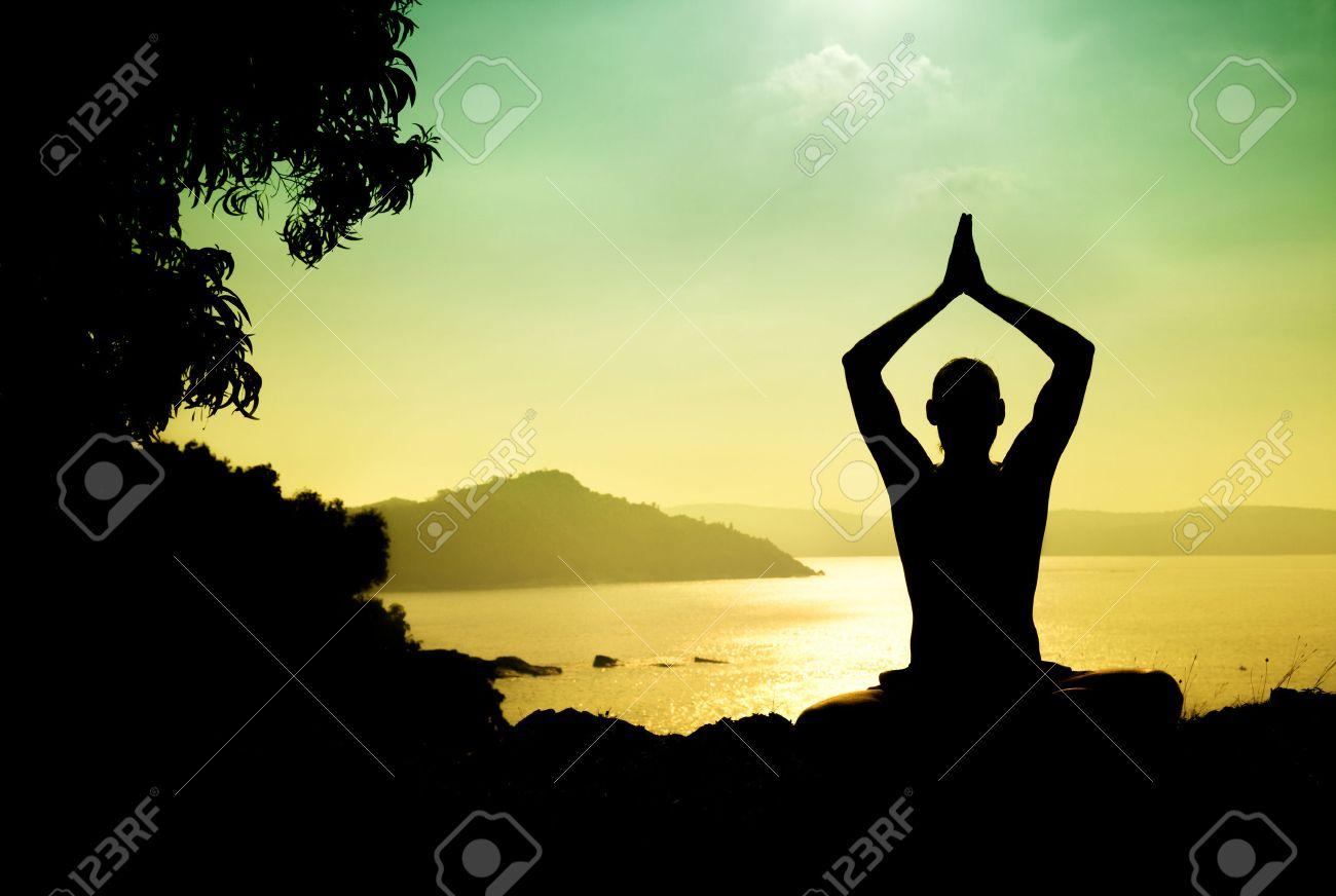 Man Silhouette In Yoga Meditation Pose Am Meer In Gokarna ...