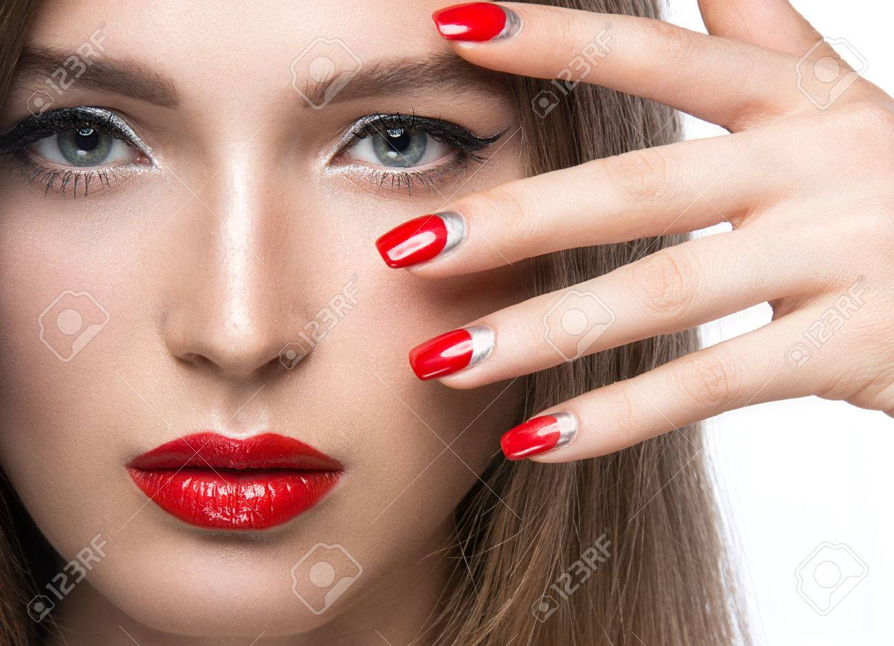 Девушки с красивыми ногтями на руках фото
