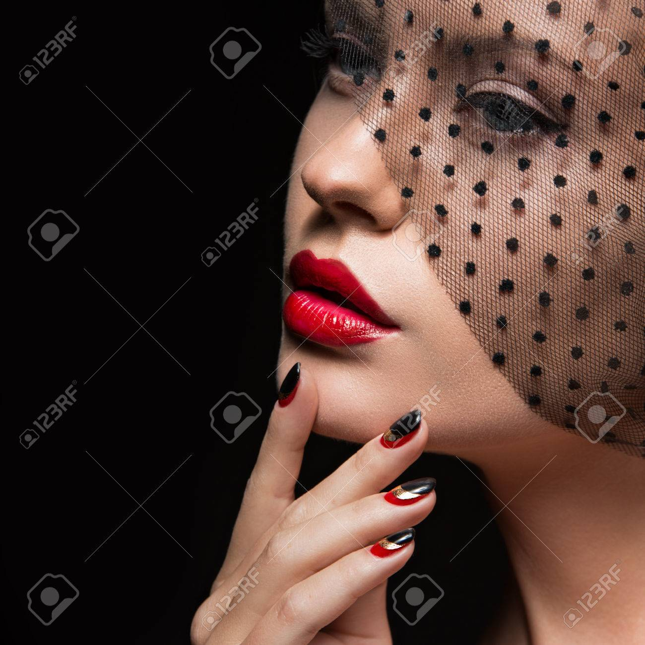Beautiful girl with a veil, evening makeup, black and red nails. Design manicure. Beauty face. Picture taken in the studio. - 45242672
