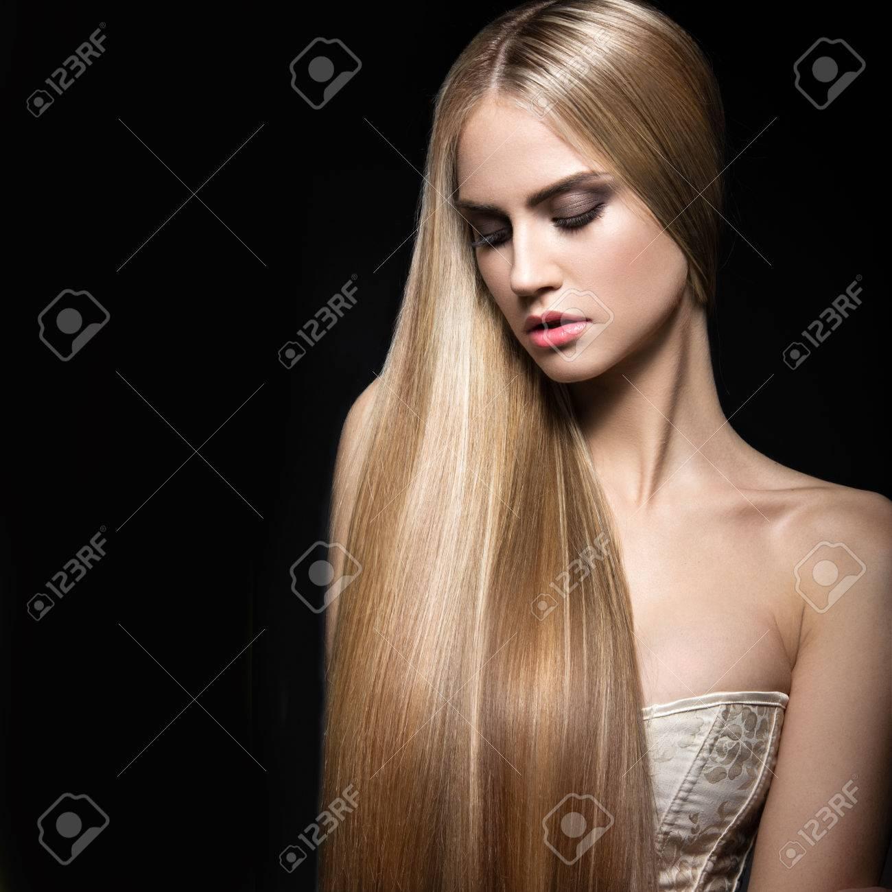Schöne Blonde Mädchen Mit Einem Perfekt Glattes Haar Und Klassischen