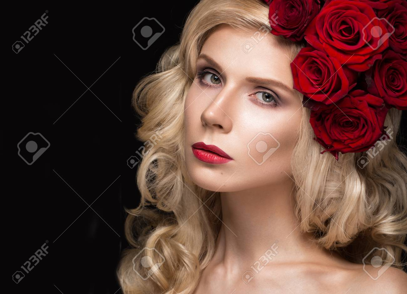 Beautiful blond with roses picture 733