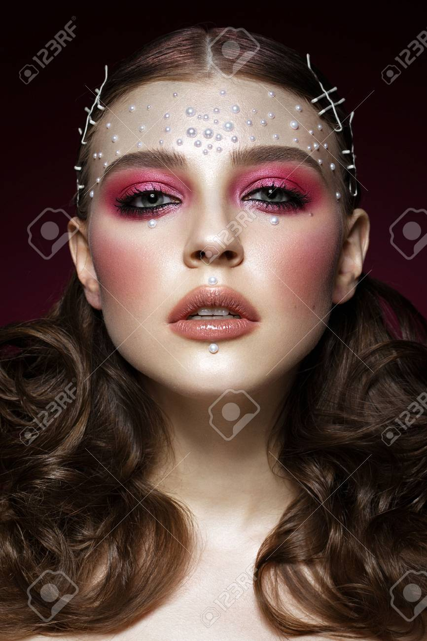 Pearl Makeup >> Beautiful Girl With Perfect Art Makeup And Pearl Beads Beauty
