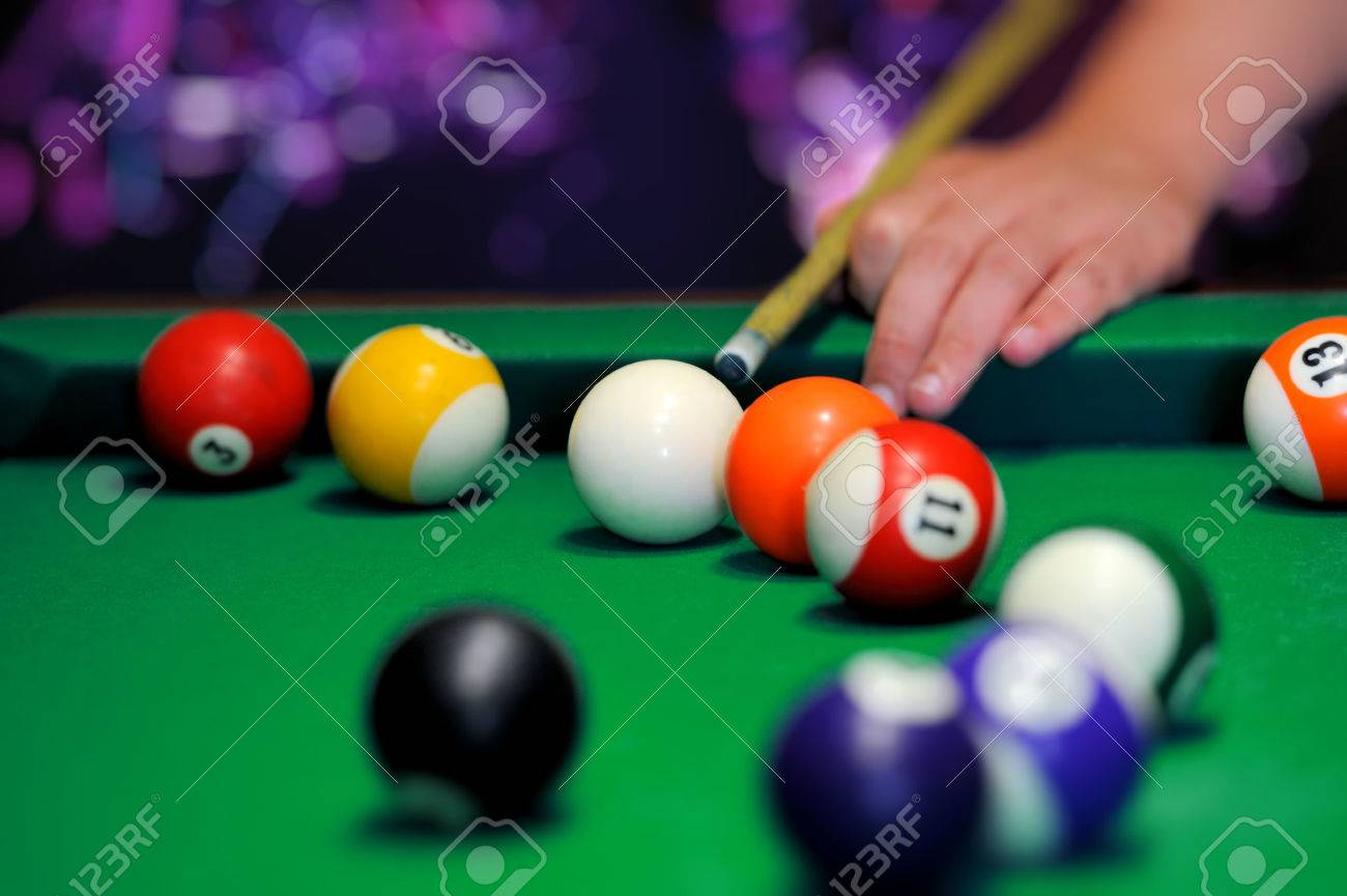Billiard balls in a green pool table Standard-Bild - 37378319