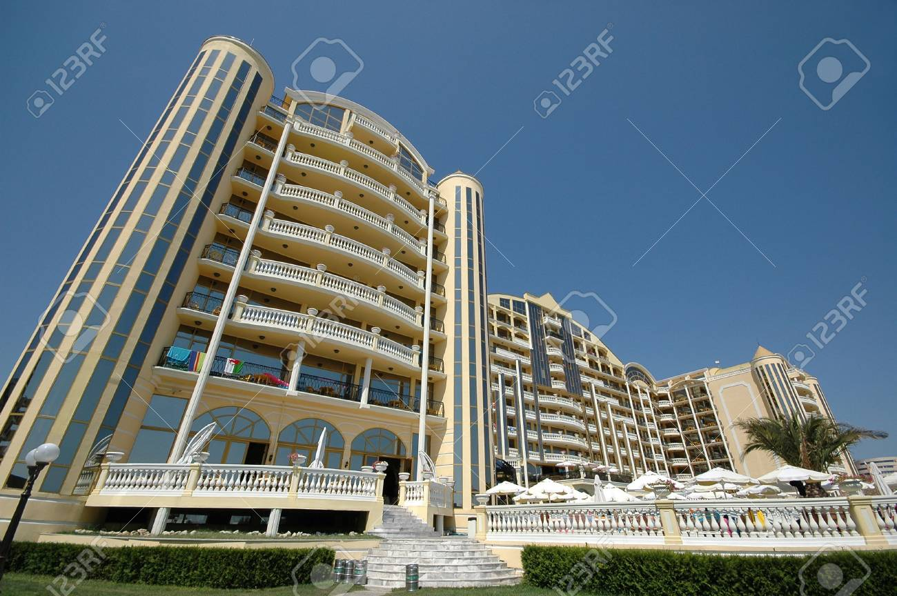Very large hotel and clear sky Stock Photo - 557177