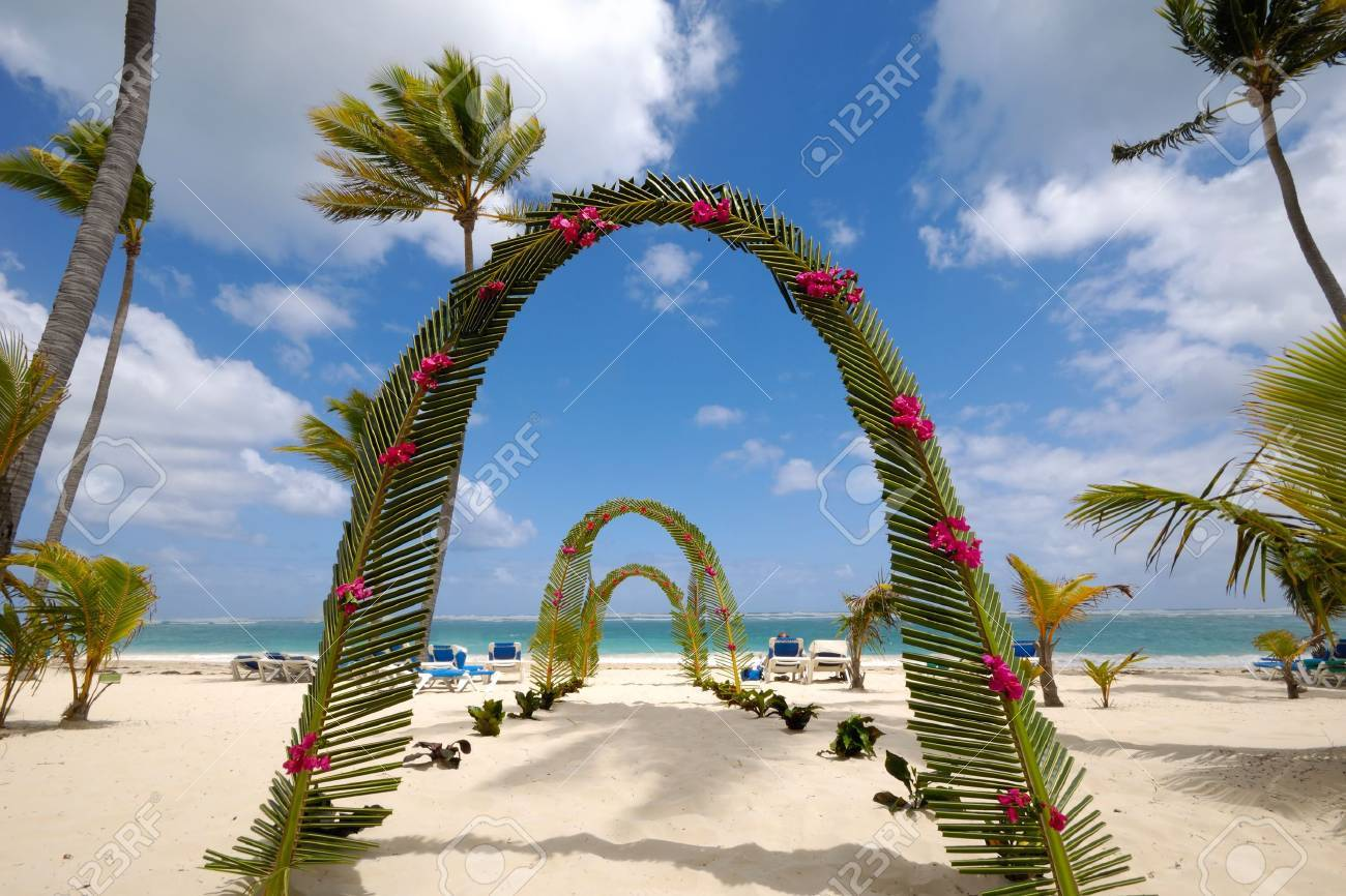 archway on tropical beach. Stock Photo - 3270369