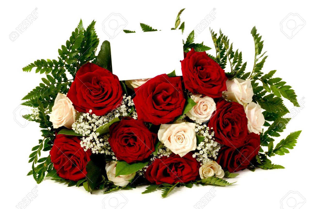 bouquet de fleurs de rose avec une carte-cadeau vide, isolé sur