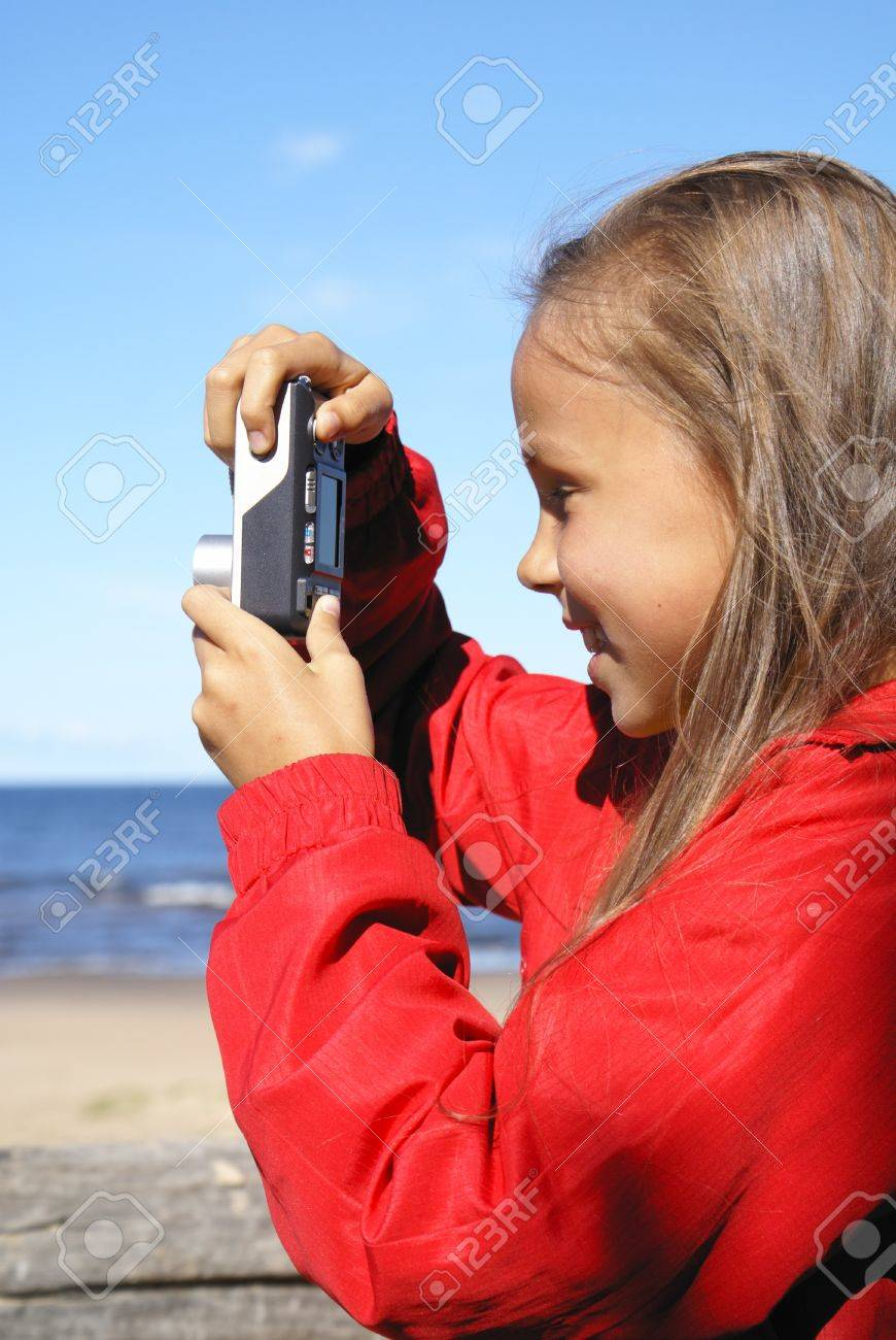 preteen girl taking pictures on a beach stock photo picture and rh 123rf com