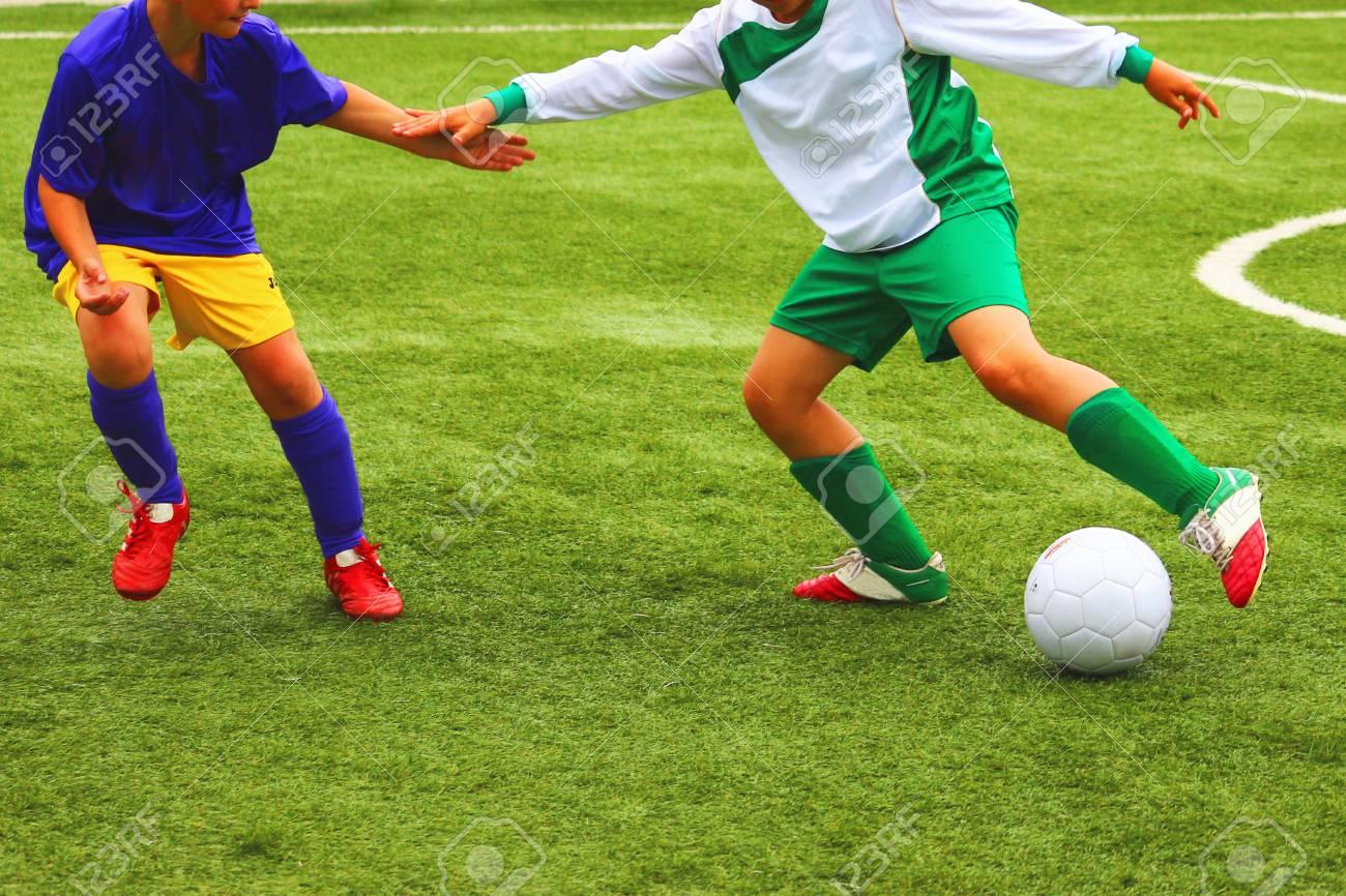 Immagini Di Calcio Per Bambini : Calcio partita di calcio per i bambini foto royalty free immagini