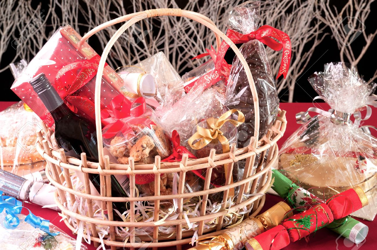 Christmas Hamper Basket.Christmas Hamper Basket Close Up