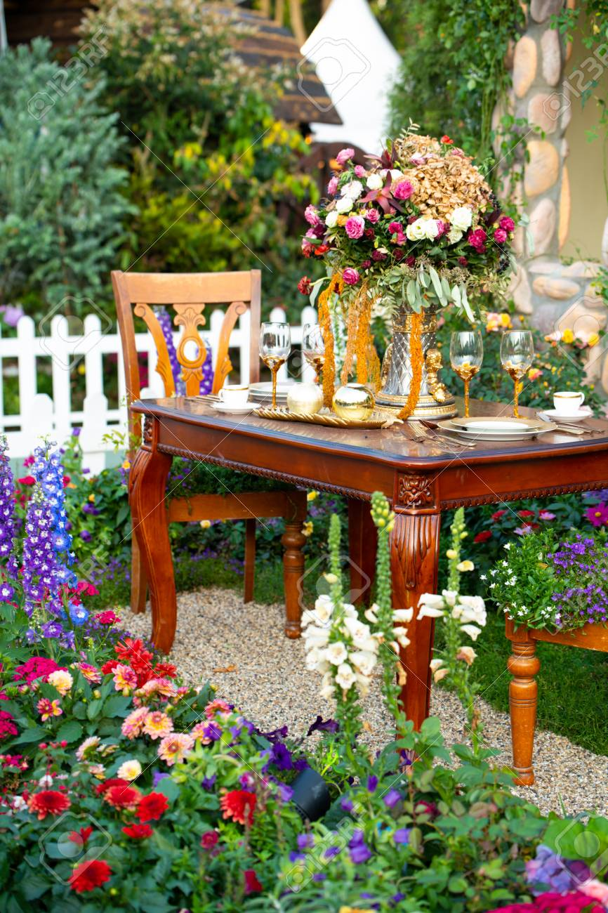Luxury Garden Table setting for a couple Stock Photo - 101775338 & Luxury Garden Table Setting For A Couple Stock Photo Picture And ...