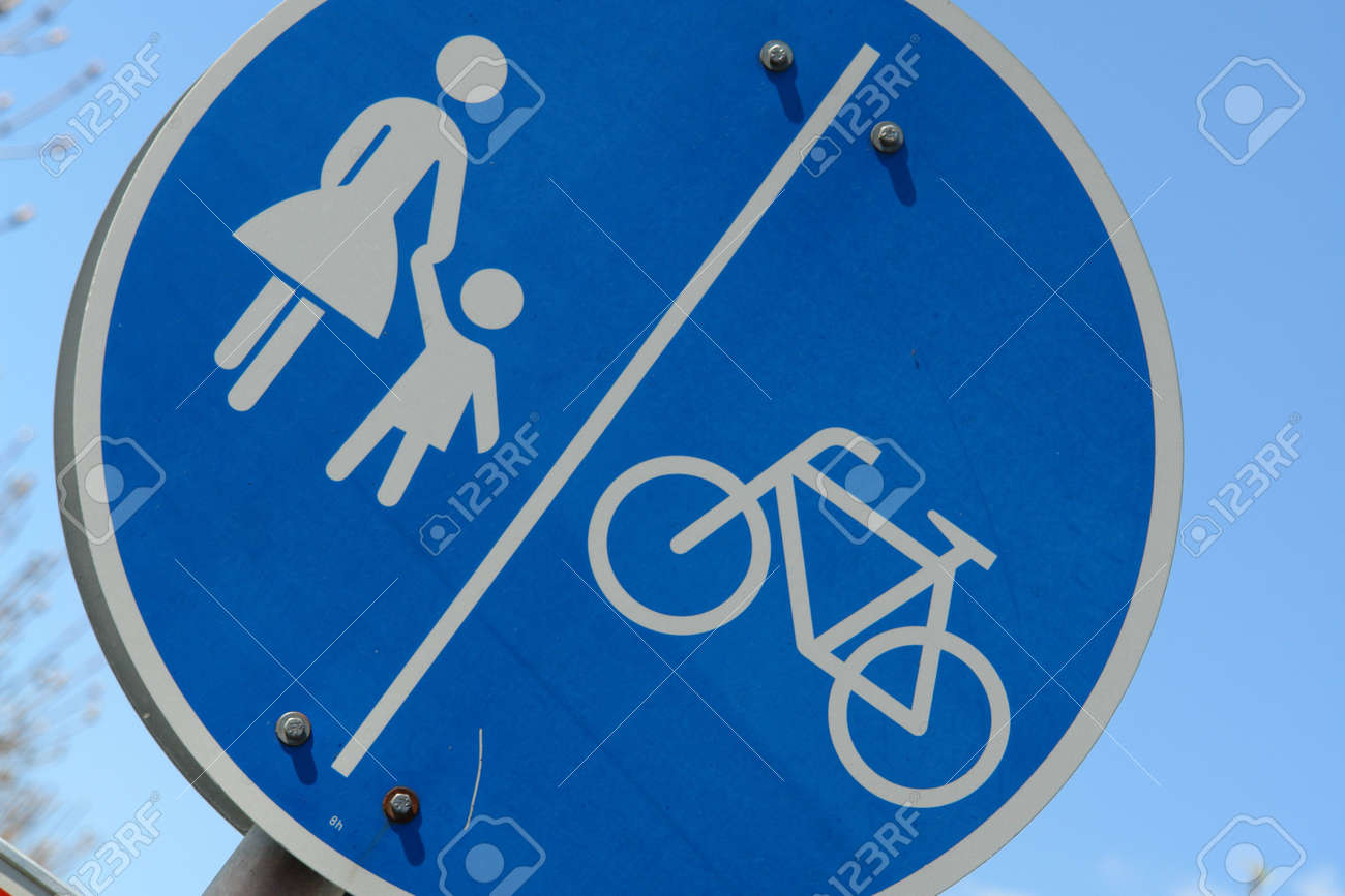 Traffic sign woman and child holding hands Stock Photo - 860528