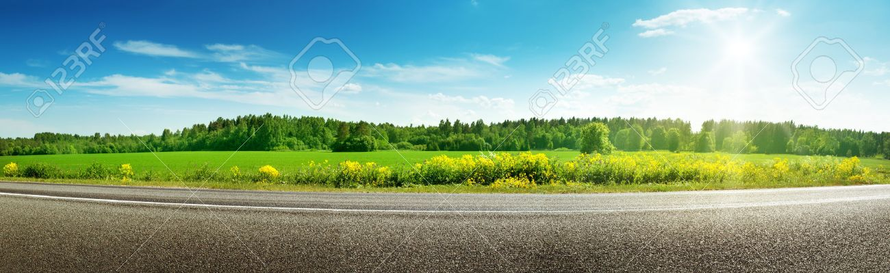 Road panorama on sunny spring day - 71300912