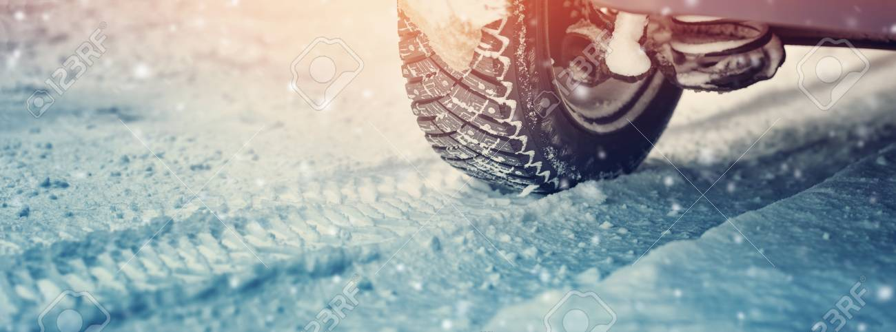 Car tires on winter road - 96300340