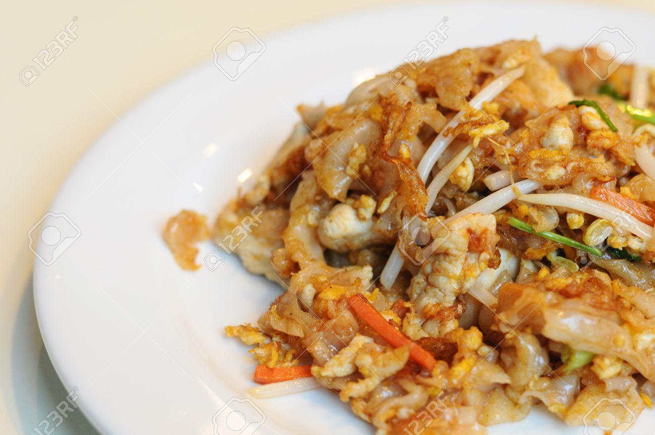 Roasted chicken noodle Kuay Teow Kua Gai - 25679489