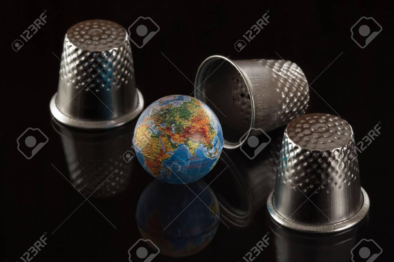 Le Main Un Globe Sac Dans À Avec Jeu CtdxBQrsh