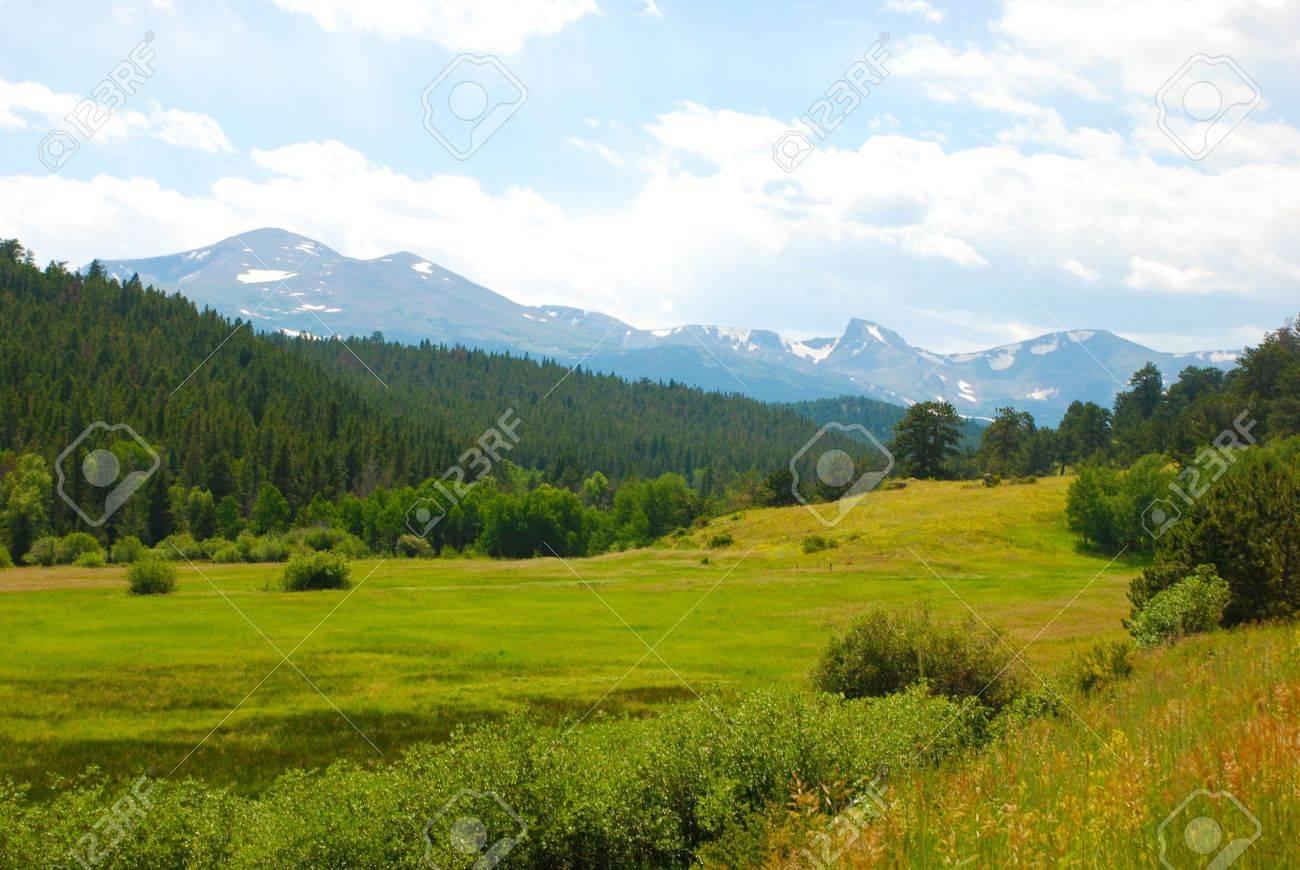 緑豊かな谷および大陸分水界、コ...