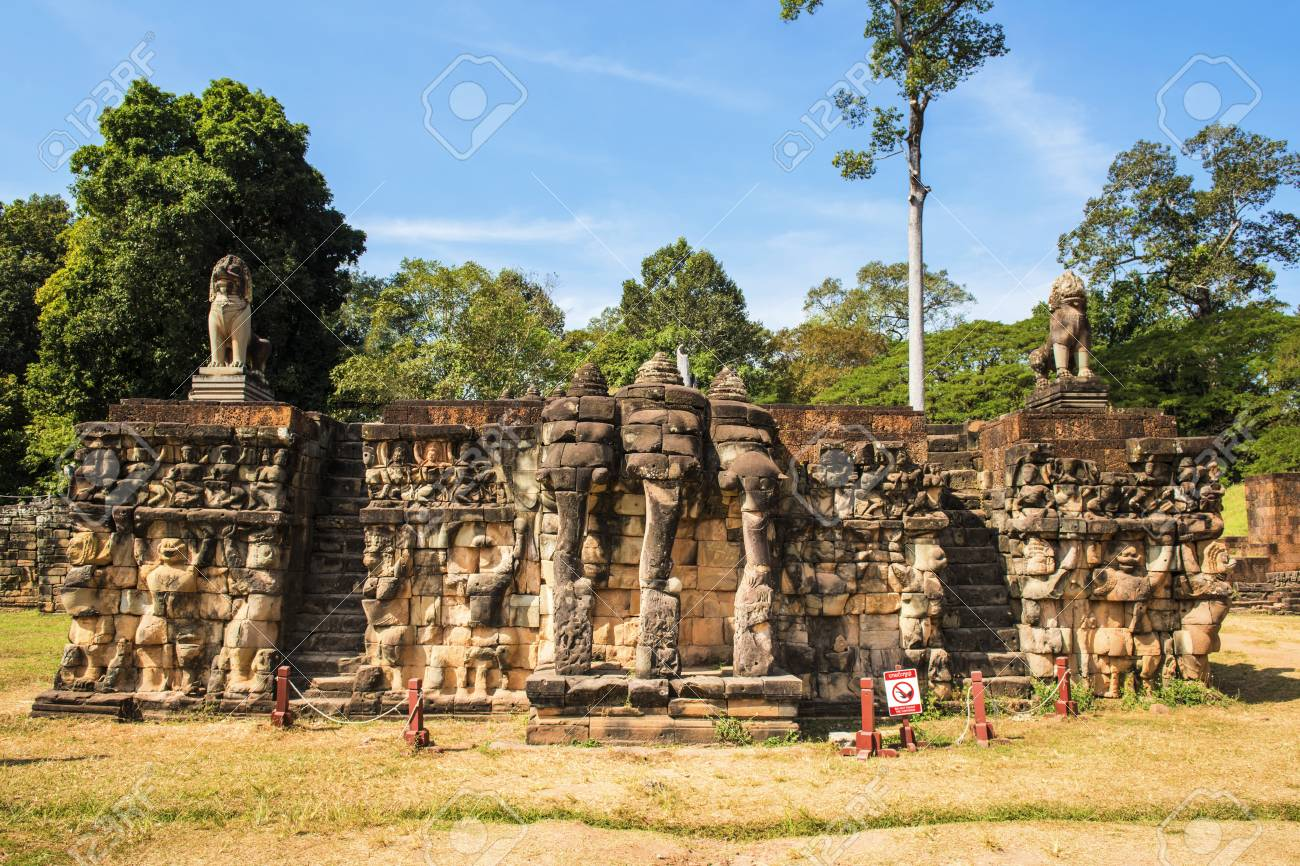 Terraza De Los Elefantes En Camboya