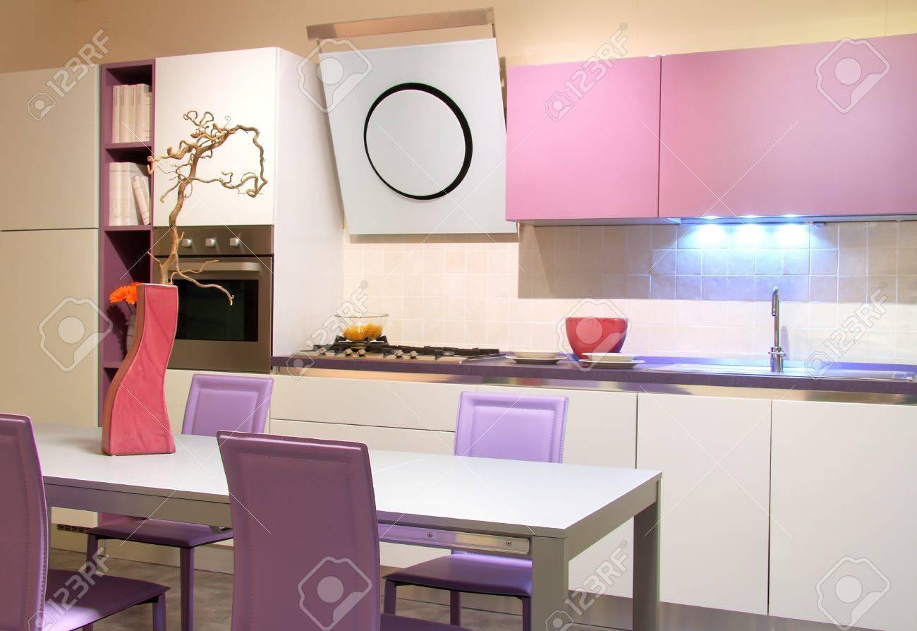 Cuisine Moderne Couleur Violet cuisine moderne dans rose tendre et couleurs crème