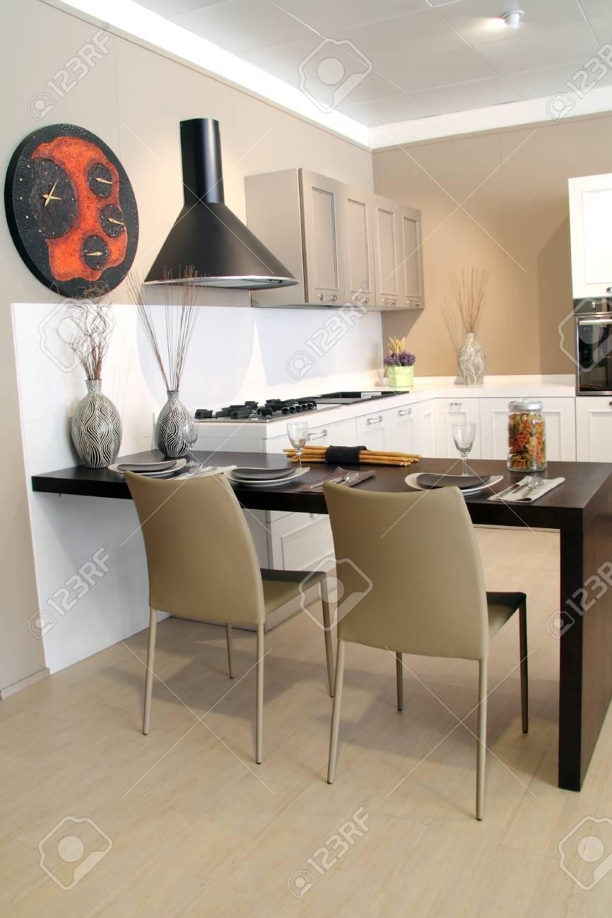 Decoration De Table Dans Une Cuisine Moderne Banque D Images Et