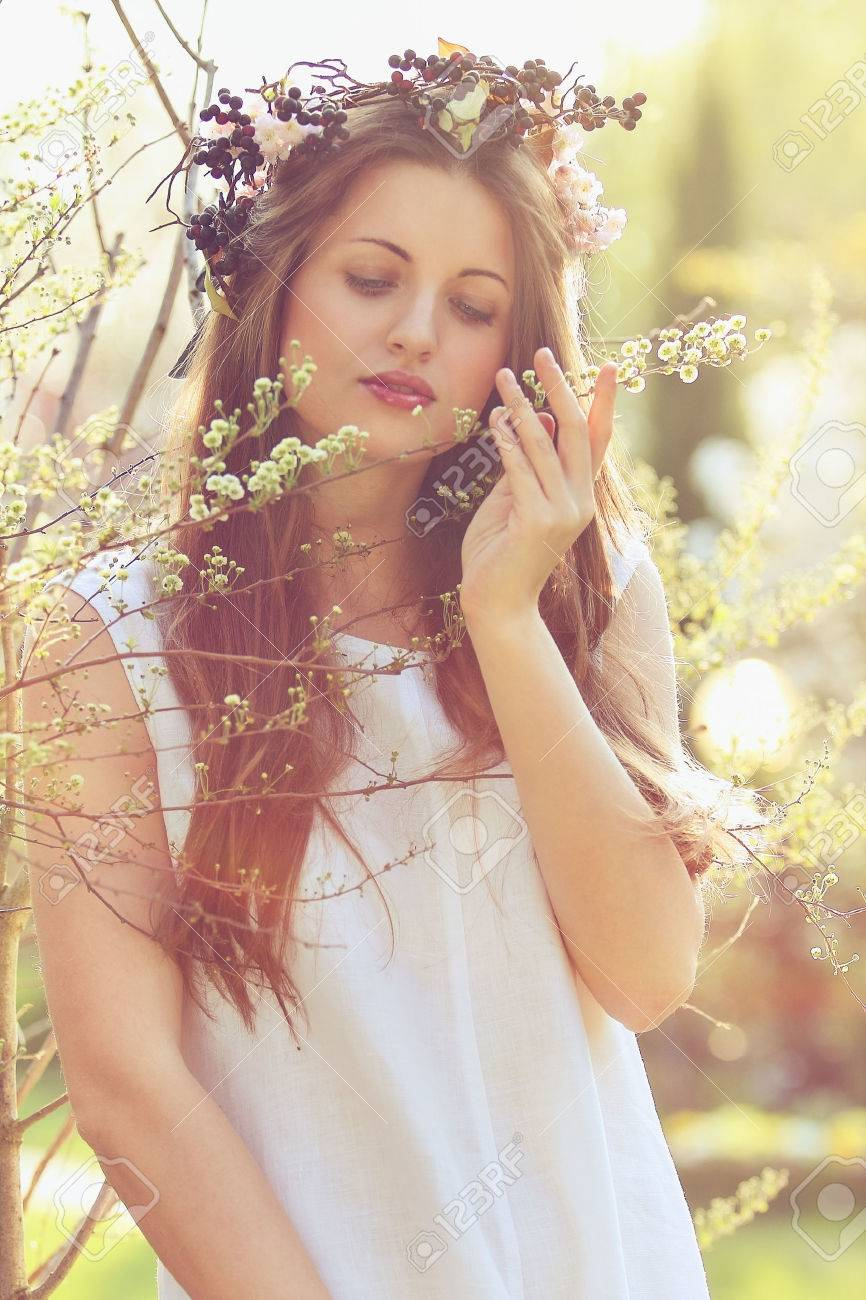 Beautiful woman with flower crown beautiful woman with flower crown 26588246 izmirmasajfo