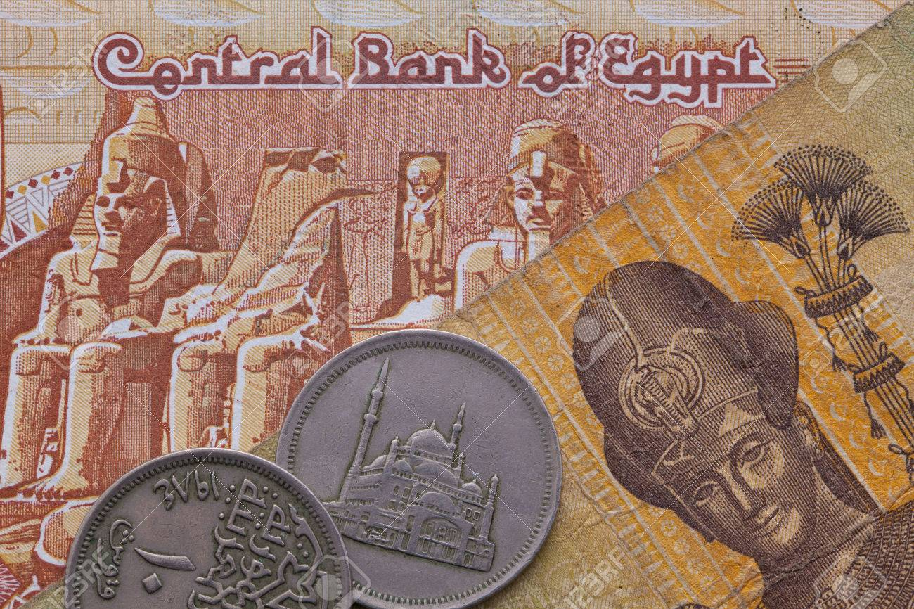 Differentes Pieces Et Billets De Livre Egyptienne