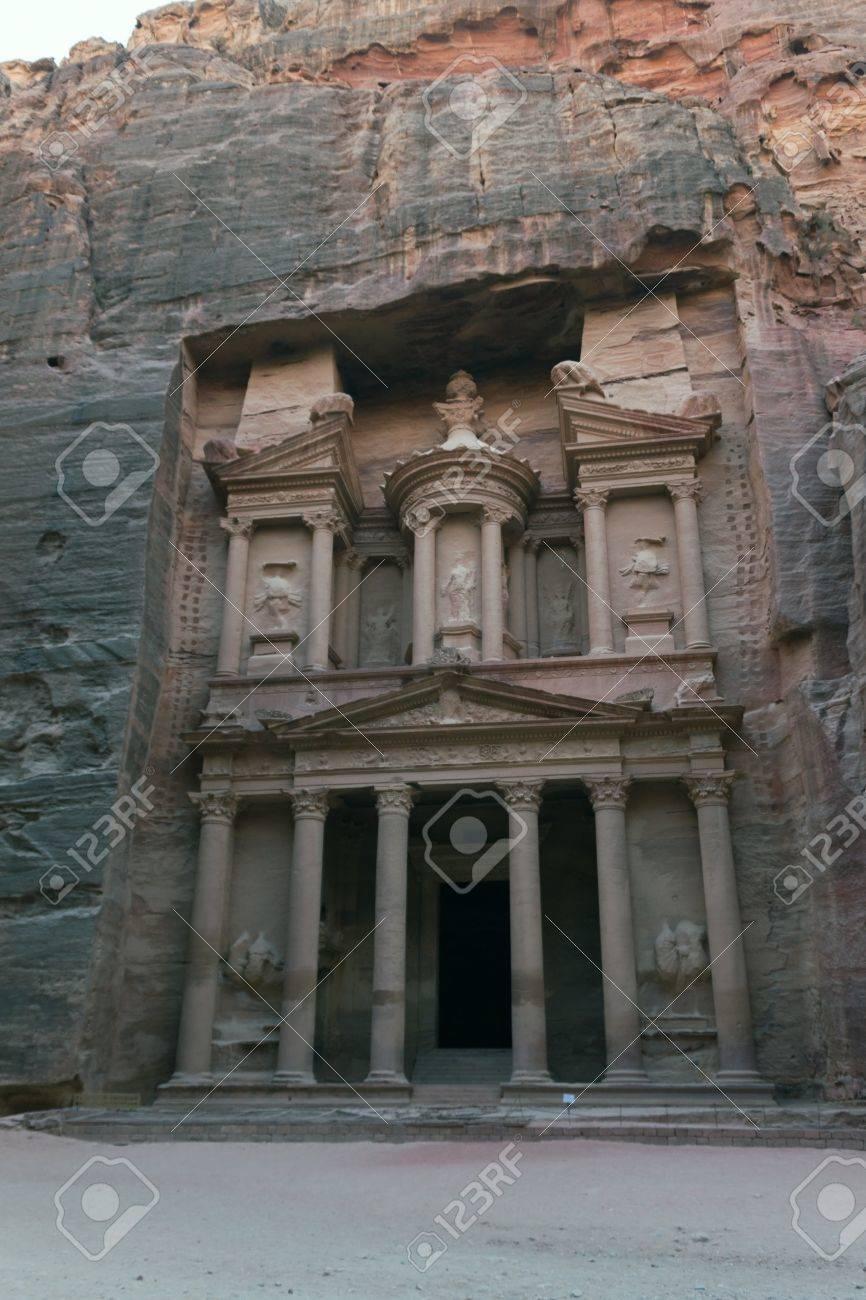 Treasury of Petra, city of Petra, Jordan Stock Photo - 13961052
