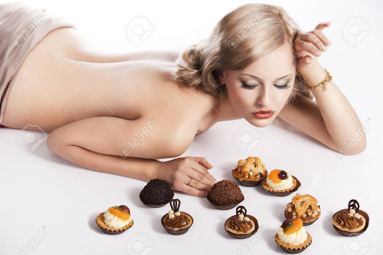 Naked women with food on them — photo 10