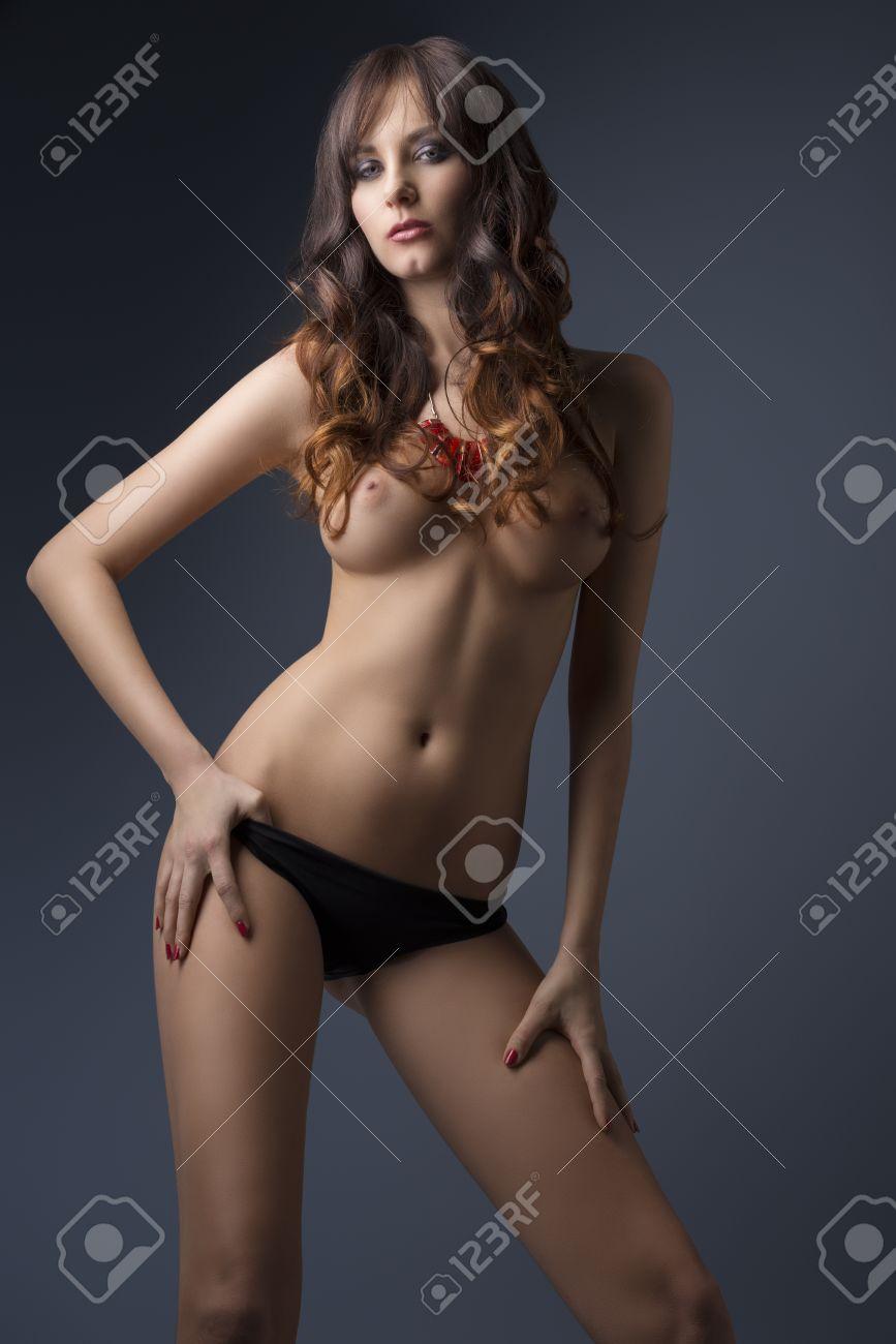 topless mit sehr langen haaren