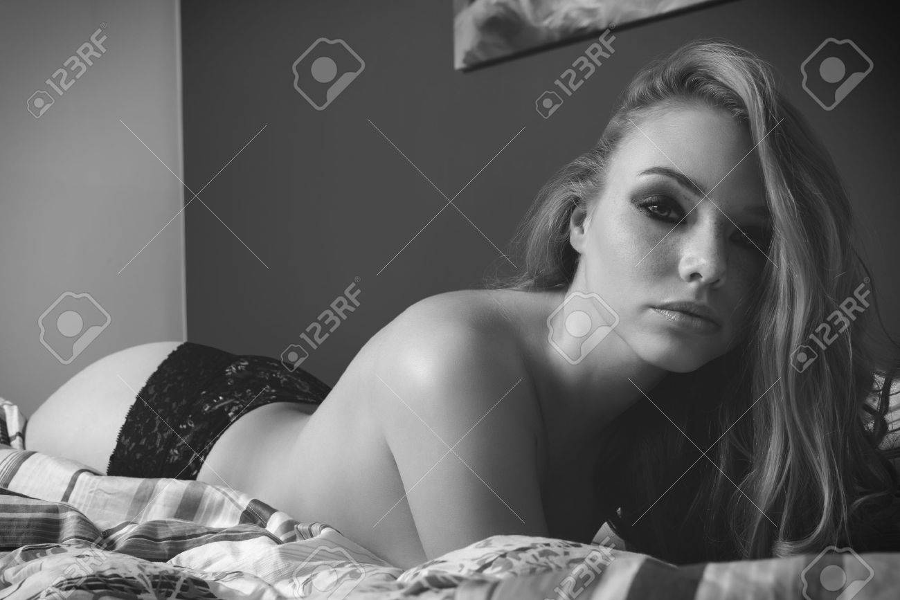 0f4220680d02 black and white glamour close-up portrait of sensual blonde woman with  freckles and long