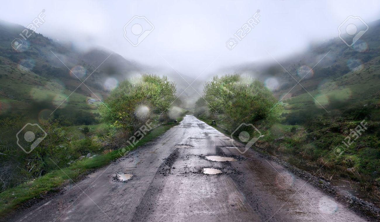 Rainy day and mountain road. - 40977136