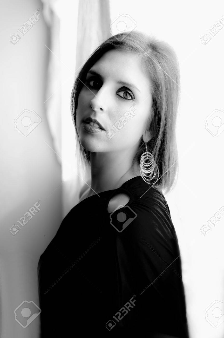 I portray in black and white of a beautiful woman in a white very luminous bottom Stock Photo - 15857826
