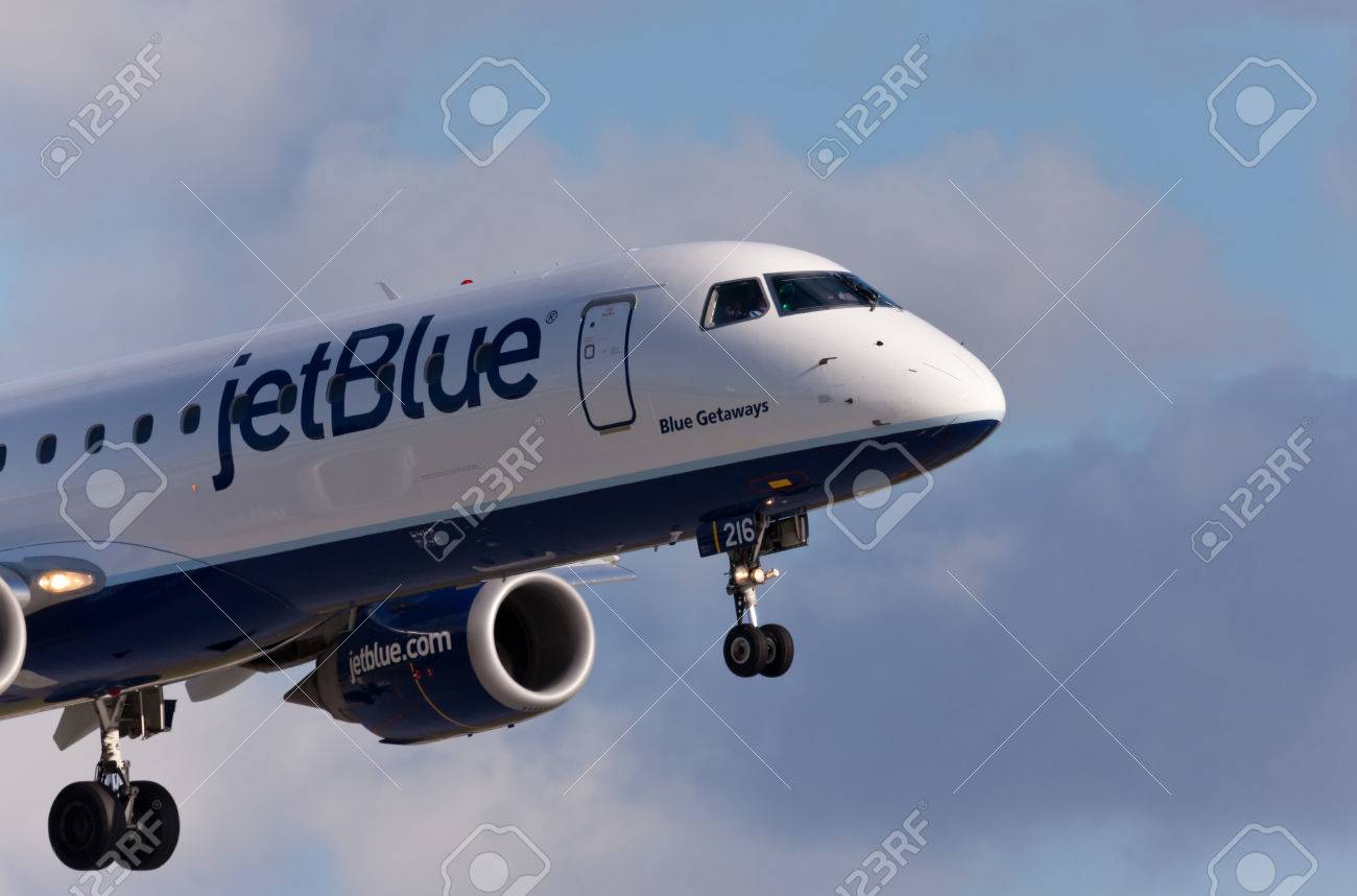 FORT LAUDERDALE, USA - May 30, 2015: A Jetblue Airlines Embraer 190 aircraft landing at the Ft. LauderdaleHollywood International Airport, Florida. - 47829882