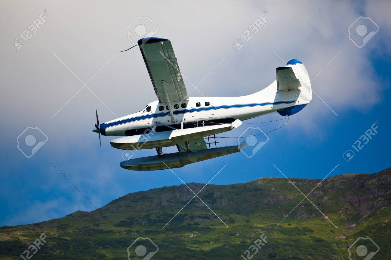 Single engined seaplane coming in to land in Alaska - 50728339