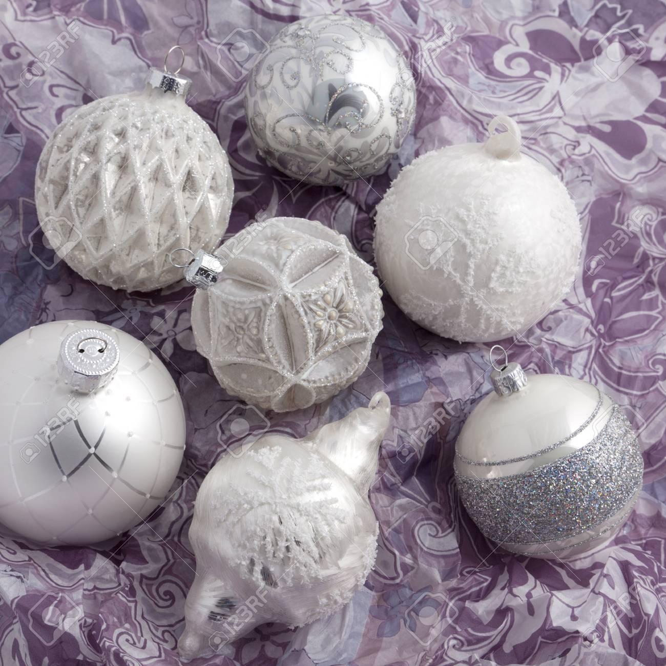 Weihnachtskugeln Weiß Silber.Stock Photo