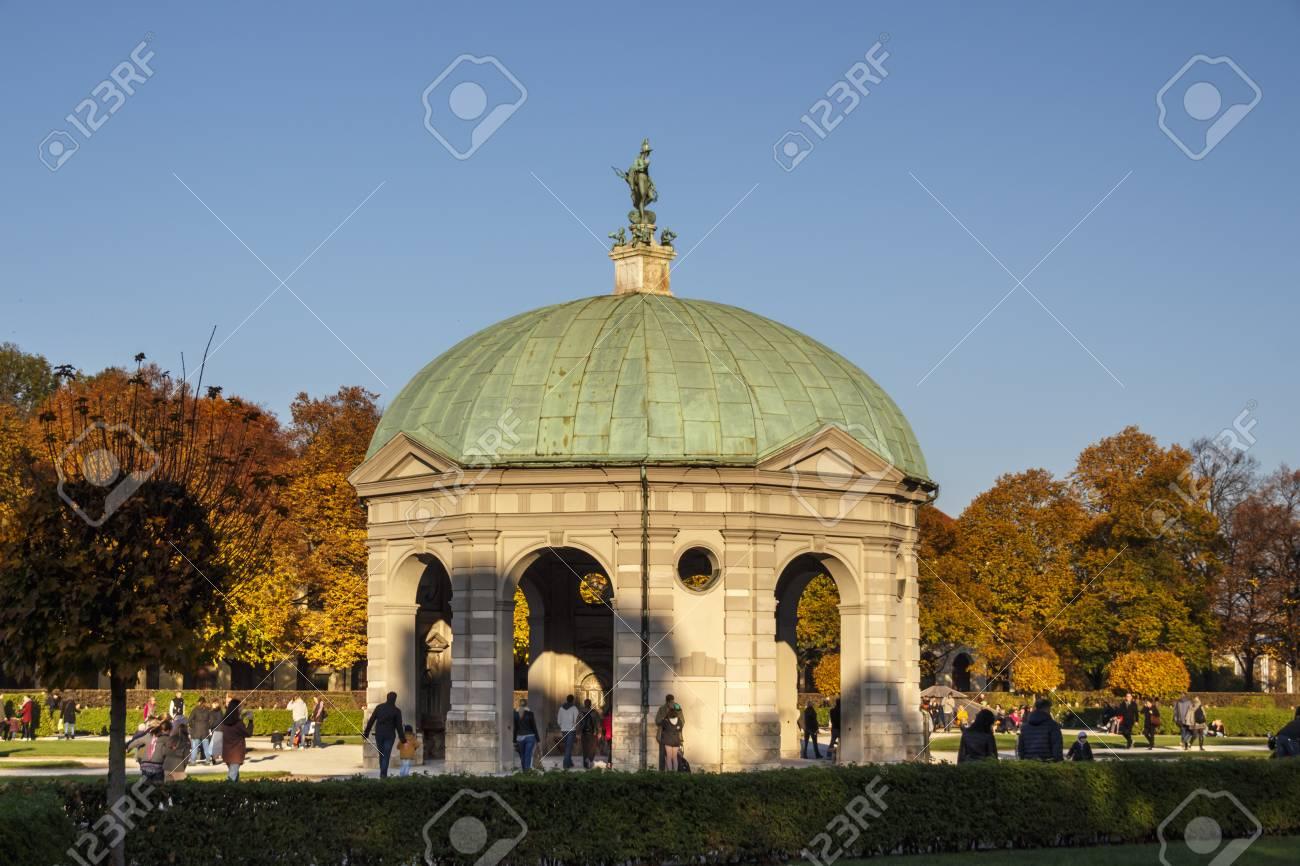 Der Hofgarten Mit Dem Pavillon Für Die Göttin Diana Ist Ein Garten