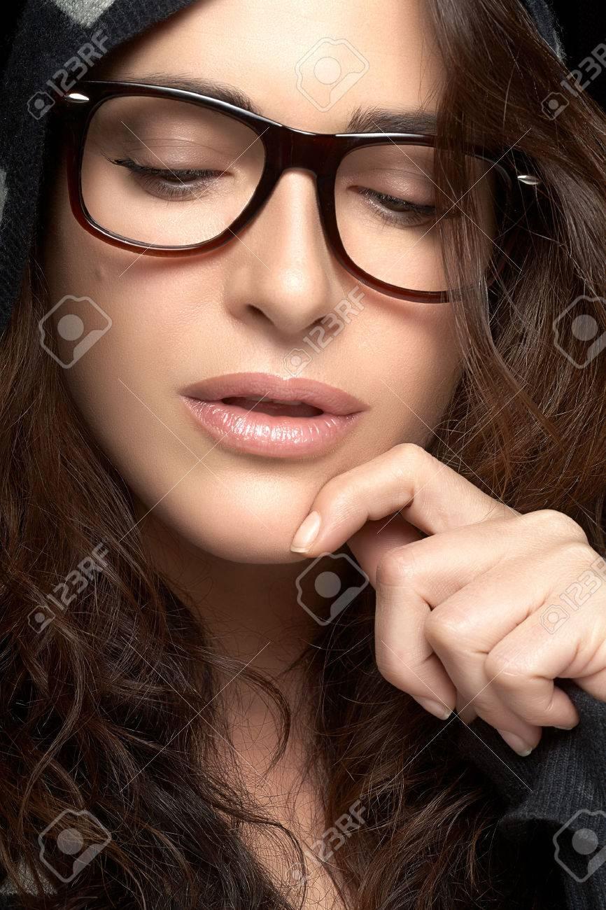 c232509184a Gorgeous Brunette Fashion Model Girl. Cool Trendy Eyewear Portrait. Close  up Pretty Young Woman Face