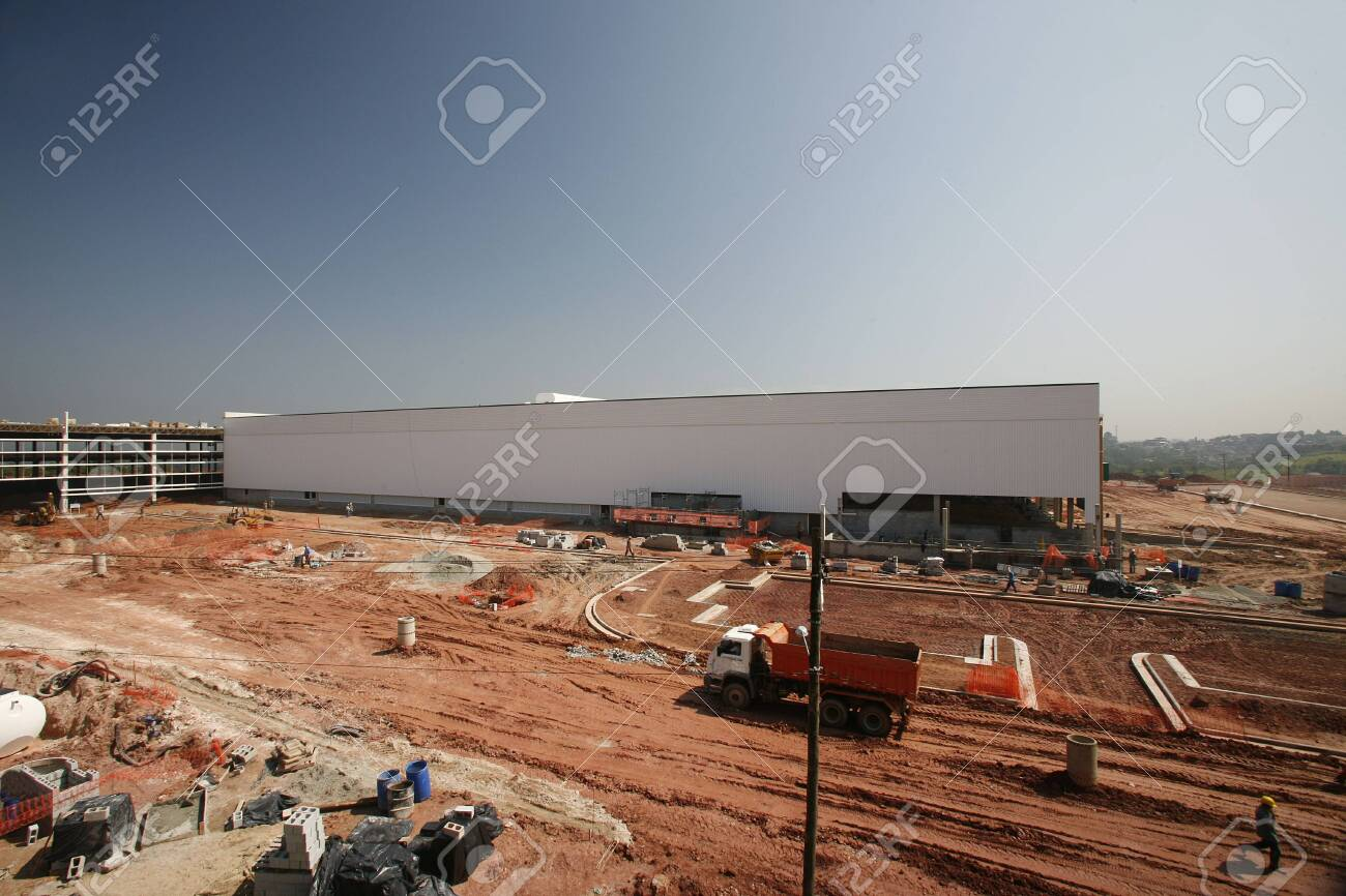 structure of steel on industrial warehous in construction - 127047464
