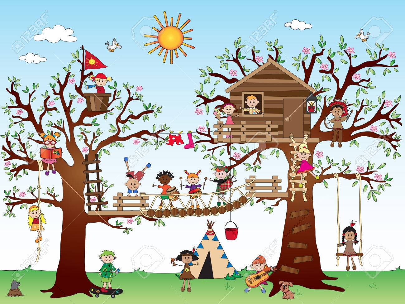 Baumhaus Mit Glucklichen Kindern Lizenzfreie Fotos Bilder Und Stock