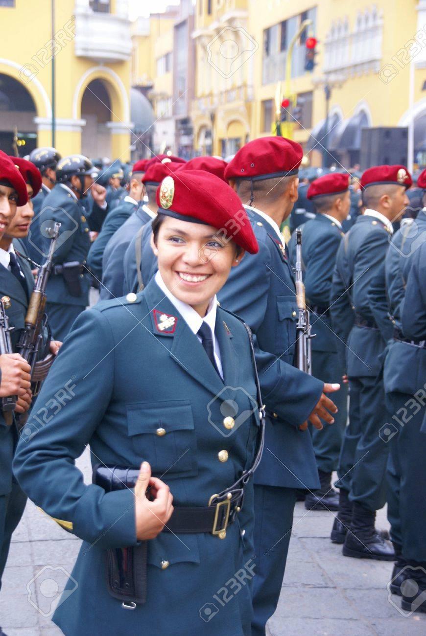 Immagini Stock - LIMA PERU 30 AUG 2008 - Agente Di Polizia Femminile ... 3d607cbb847e