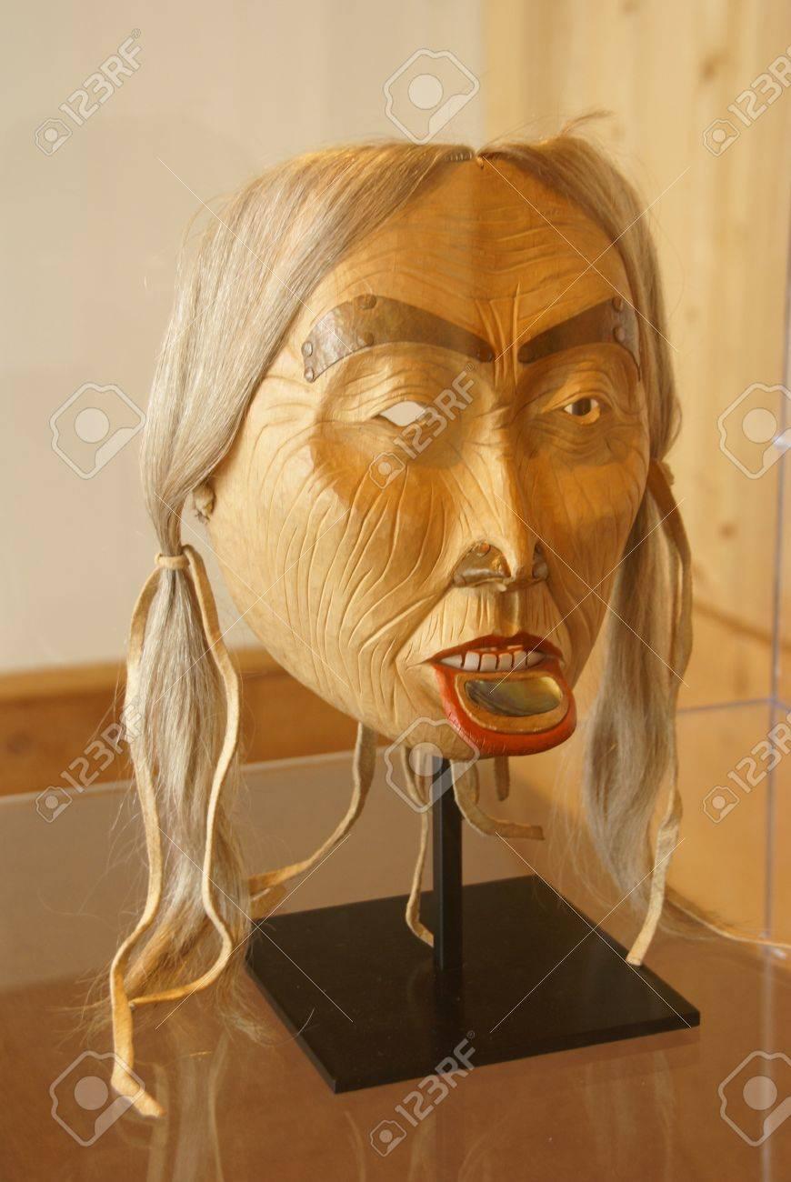 マスク、木彫り、人間の顔最初国...